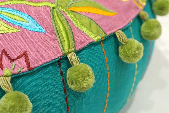 ジャコビアン様式柄 アップリケ刺繍ラウンドクッションカバー 直径約55cm ピンク VL-CC60-EBPK