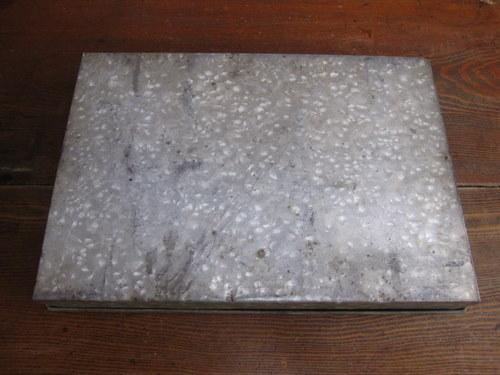 ブリキのガラス入りケース
