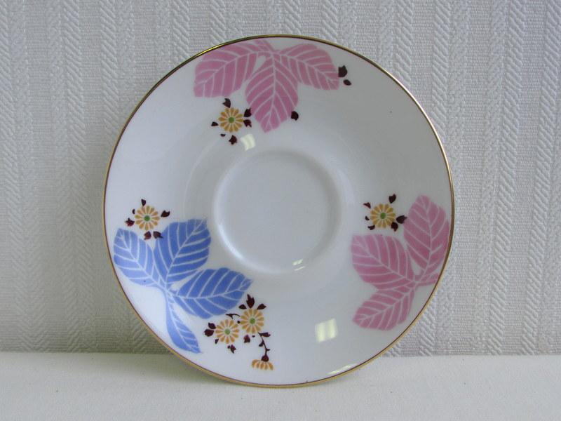名古屋製陶所 カップ&ソーサー 黄色い小花に藤色と桃色の葉
