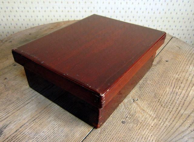 古い塗りの木箱 02