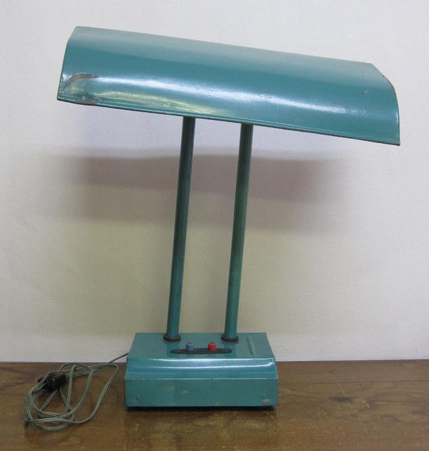 古いグリーンのデスクライト 電気スタンド