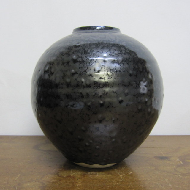 瀬戸物 黒い壷