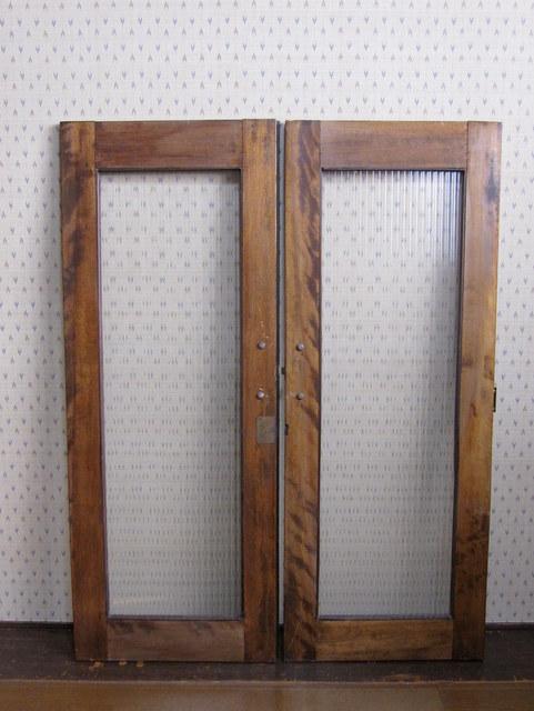 古いモールガラスの扉