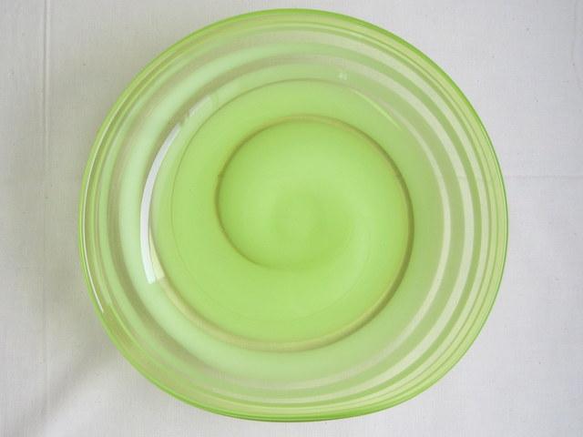 マルティグラス 明るいグリーンの浅鉢