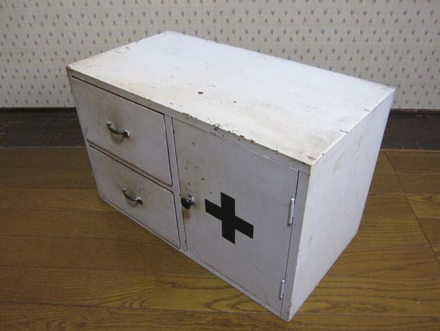 古い病院の救急箱 引き出し