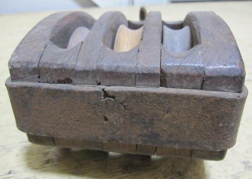 古い木製滑車 3連
