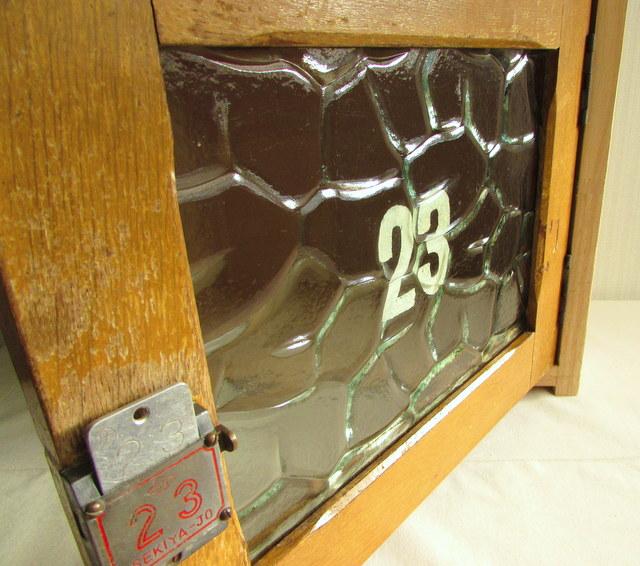 レトロなカギ付き扉の収納ボックス『23』 リメイク ハンドメイド家具 木箱