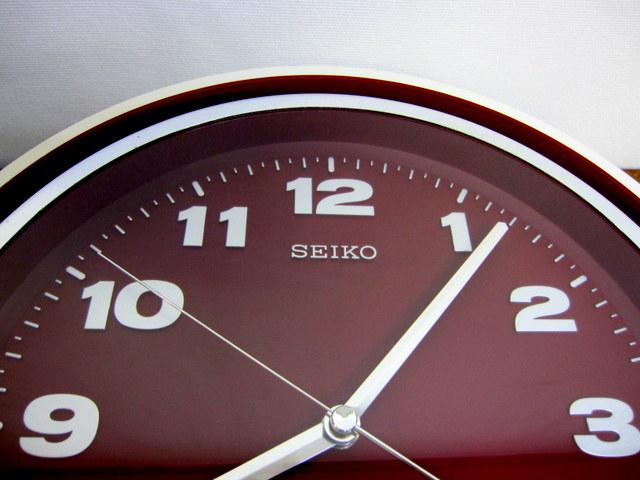 CR005 SEIKO セイコー レトロなトランジスタ掛け時計 白枠×えび茶色