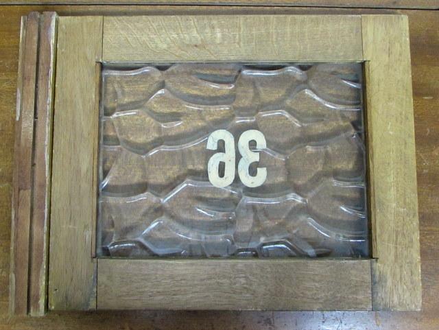 古い窓枠 銭湯のロッカーの扉『36』 レトロガラス入り