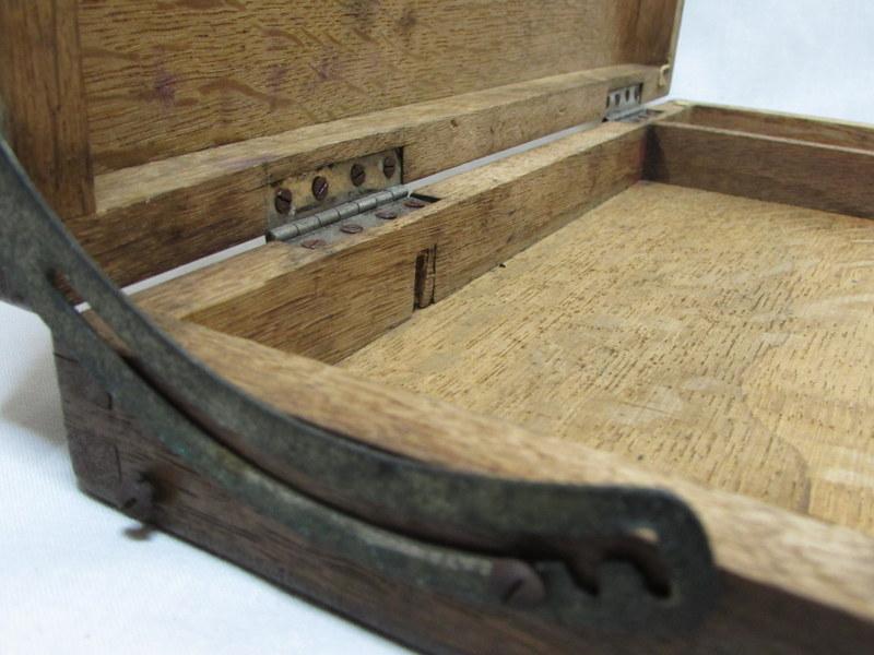 古い木箱 絵具・画材の木箱06