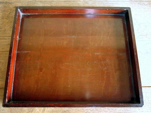 古い漆塗りの木箱01