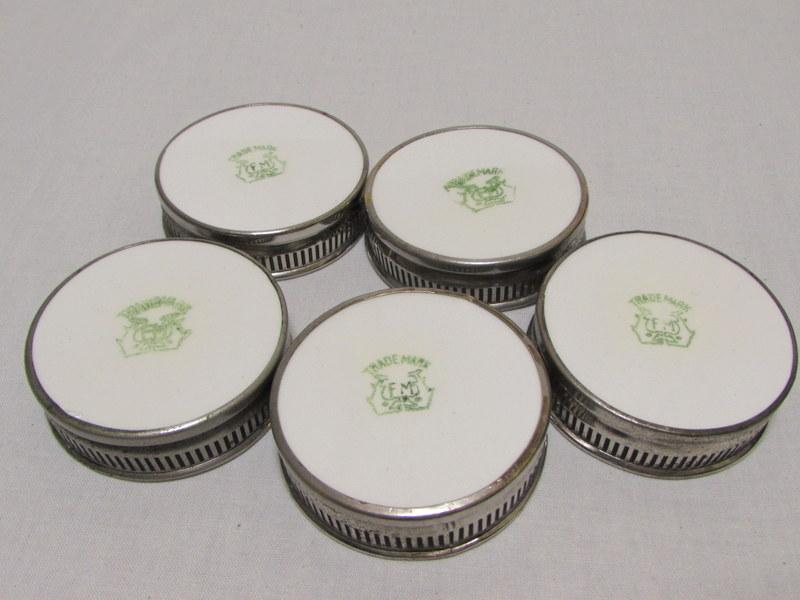 レトロな陶器と金属のコースター 5客