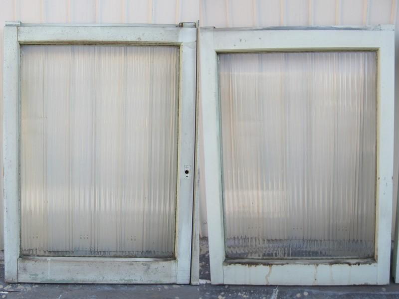 古いモールガラスの引き戸 淡いブルー