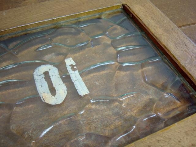 古い窓枠 銭湯のロッカーの扉『10』 レトロガラス入り