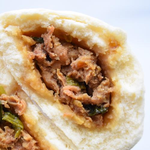 【りーろんブタまん】肉の食感が楽しめる醤油味のお饅頭