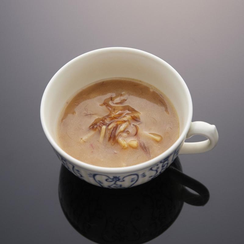 【ふかひれ入りスープ】コクと旨みが楽しめるスープ