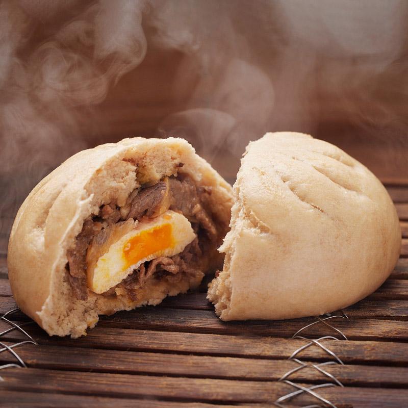 黒毛和牛すき焼きまん 中にはとろ~り半熟卵が!!