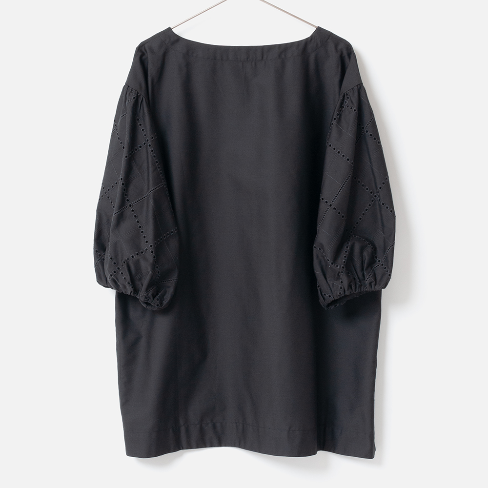 [Harriss] SLEEVE EMBROIDERED BLOUSE