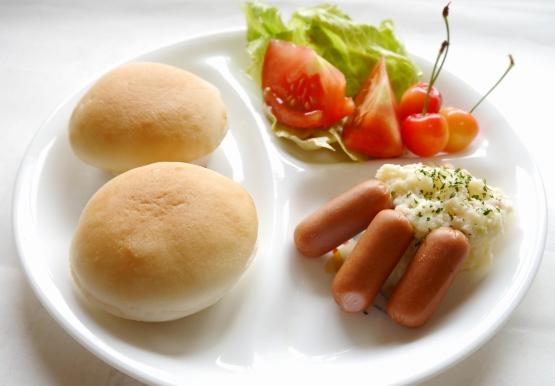 ≪数量限定:特別価格≫【送料無料】「みんなの食卓」お米で作ったまあるいパン(5個入り)×10パック【冷凍】