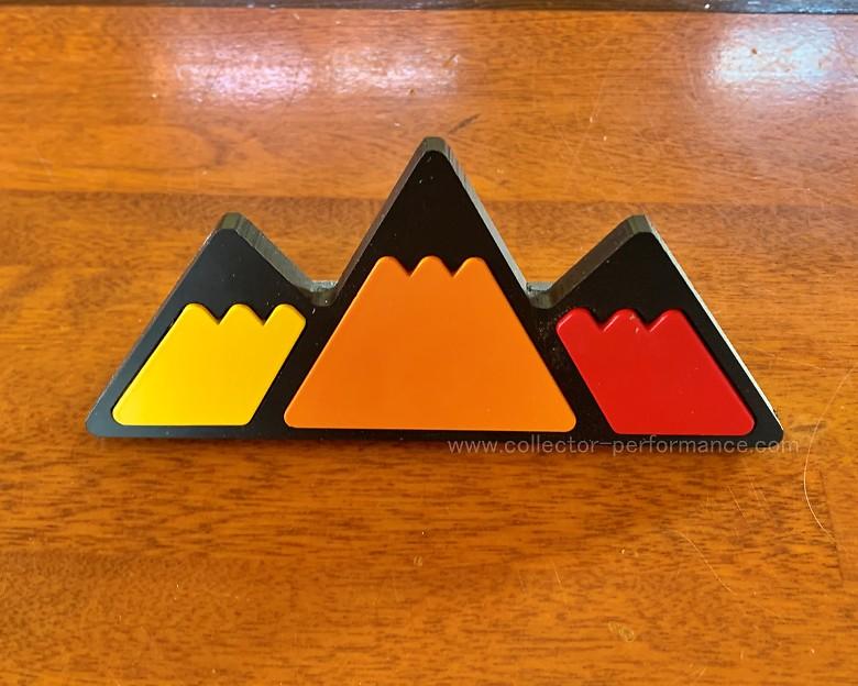 TACO VINYL/タコビニール マウンテン トリプルカラー グリル バッジ イエロー/オレンジ/レッド