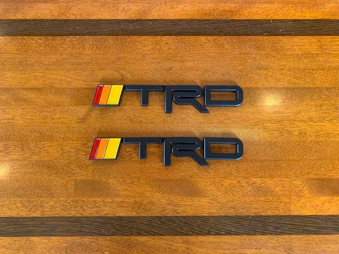 (取り寄せ対応!)TRD レトロ ブラック エンブレム セット(2ヶ1セット)
