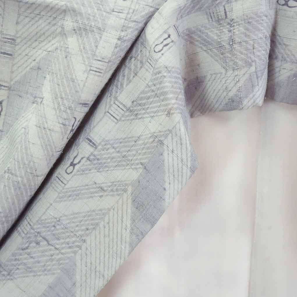 【中古】リサイクル着物 紬 / 正絹グレー地袷紬着物 / レディース【裄Mサイズ】(古着 リサイクル品 紬 )【ランクB】