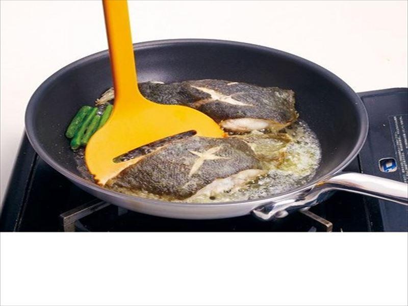 【卵焼き器にピッタリサイズ】くずさず返せるワイドターナー イエロー