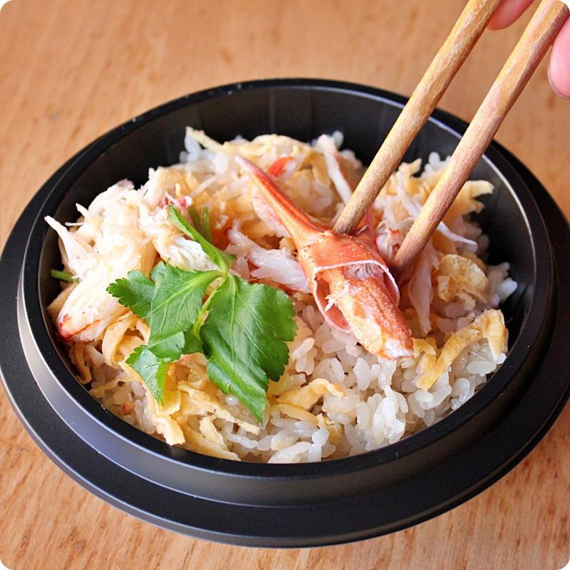■レンジで温める冷凍釜めし全種類5食セット■<br>【五目釜めし】<br>【鮭といくらの釜めし】<br>【ズワイガニ釜めし】<br>【鯛の出汁で炊く真鯛釜めし】<br>【海老釜めし】