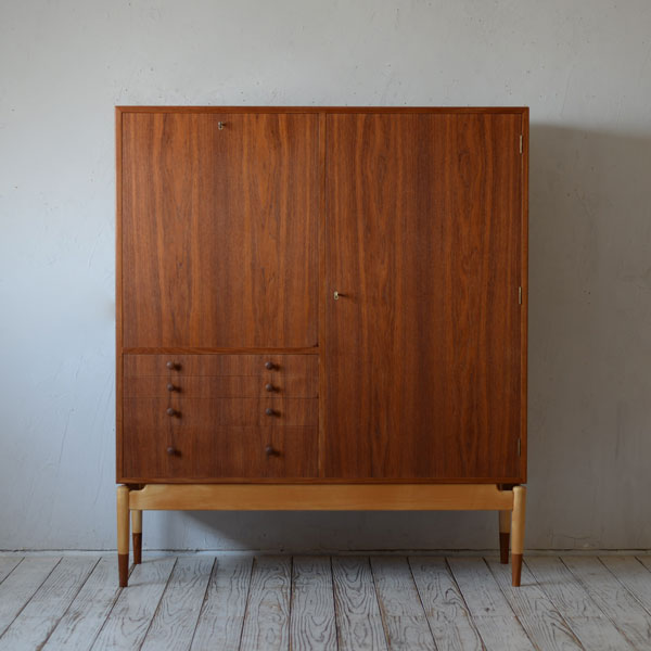 Finn Juhl Cabinet R201D120