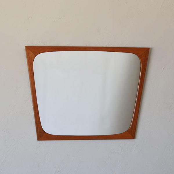 Mirror D-910D623C