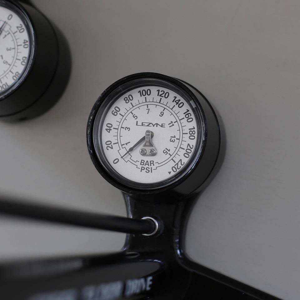STEEL FLOOR DRIVE  フロアポンプ LEZYNE レザイン 空気入れ ゲージ付き