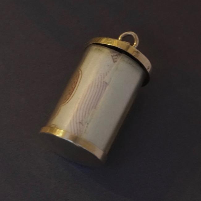 ヴィンテージ ゴールドチャーム 10シリング 円筒形