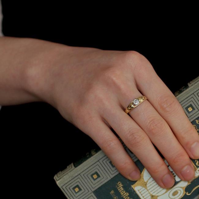 サークルモチーフ ソリティア ダイヤモンドリング