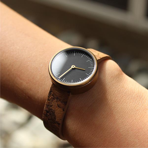 【26mm】「CONNIE Simple Watch 26mm」シンプルデザインに個性が光るおしゃれなコルクレザー腕時計/レディース/名入れ可能
