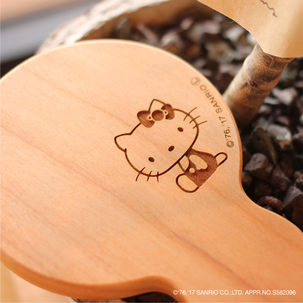 【ハローキティ】「HandMirror(持ち手あり)」キティちゃんの刻印がかわいい木製手鏡・コンパクトミラー