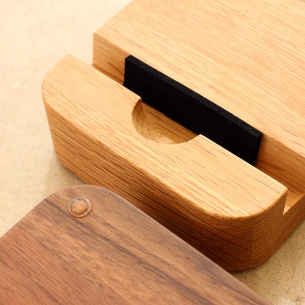 【ネット限定】「BLOCK SmartphoneStand」様々なスマホやタブレットに対応。木製スマートフォンスタンド/Hacoaブランド