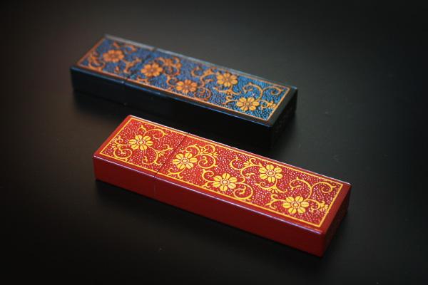 【SALE】【ネット限定】【16GB】「Urushi 菊唐草」蒔絵入りの漆で塗った本物の木製USBフラッシュメモリ。プレゼントに最適!