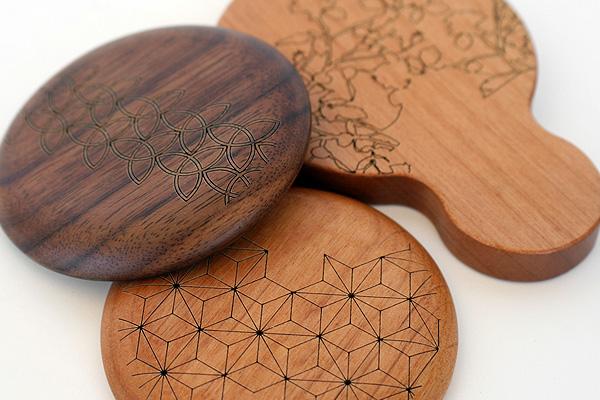 「Hand Mirror(持ち手あり)」木のあたたかさを持つ度に感じられる木製手鏡・ハンドミラー/北欧風デザイン