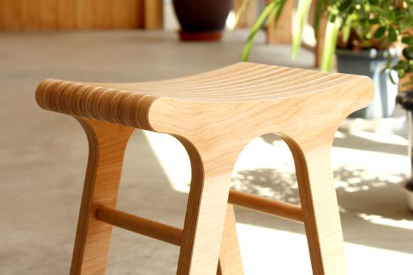 【販売終了】北海道産カバ材のプライウッドを活かしたデザイン、木製のスツール・椅子・イス「Stool」/北欧風デザイン