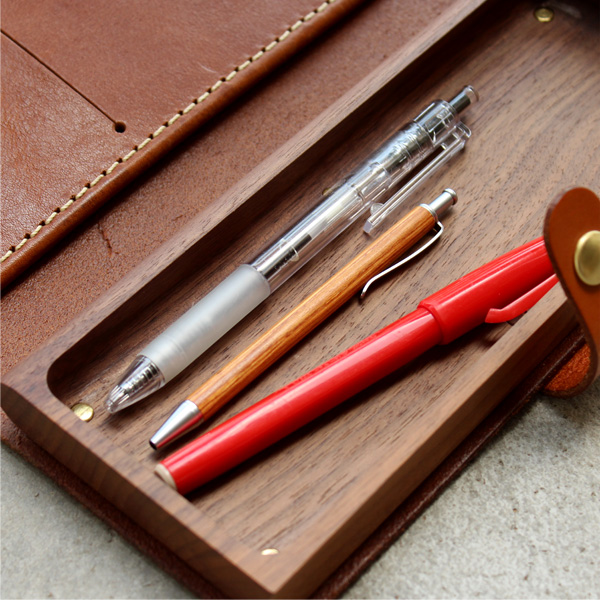 ■「MINI BALLPOINT PEN」木製の携帯用ミニボールペン