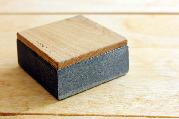 「Ashtray」鋳物と木のフタ付き灰皿/Hacoaブランド/北欧風デザイン