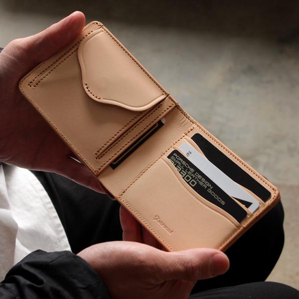 「WOODY Slim Wallet Half」本物の木目を型押しした、本革のおしゃれな二つ折り財布/メンズ/レザー