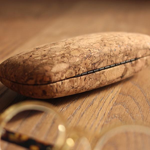 【販売終了】コロンとした丸みがおしゃれな、コルクレザーのメガネケース「CONNIE Clam Glasses Case」
