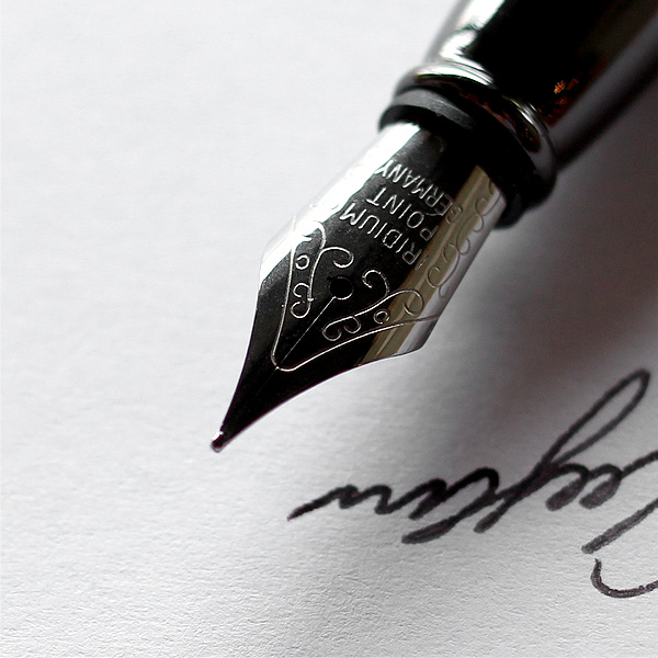 ■「FOUNTAIN PEN HEXAGON」削り出したアルミに銘木をプラスした六角型の万年筆【名入れ可能】