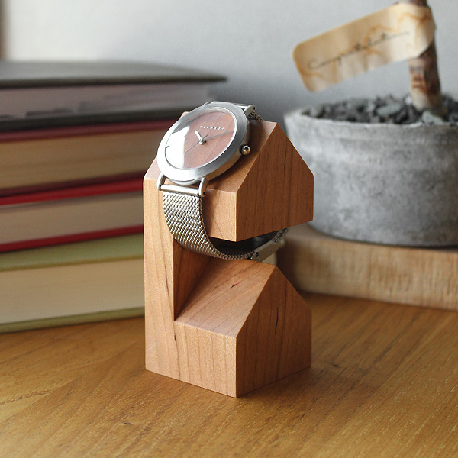 「WatchStand House」家の形のかわいい木製ウォッチスタンド/北欧風デザイン/Hacoaブランド