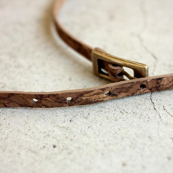 「CONNIE 7mm Bracelet」2連リングがすっきりした手首を演出するコルクレザーのブレスレット