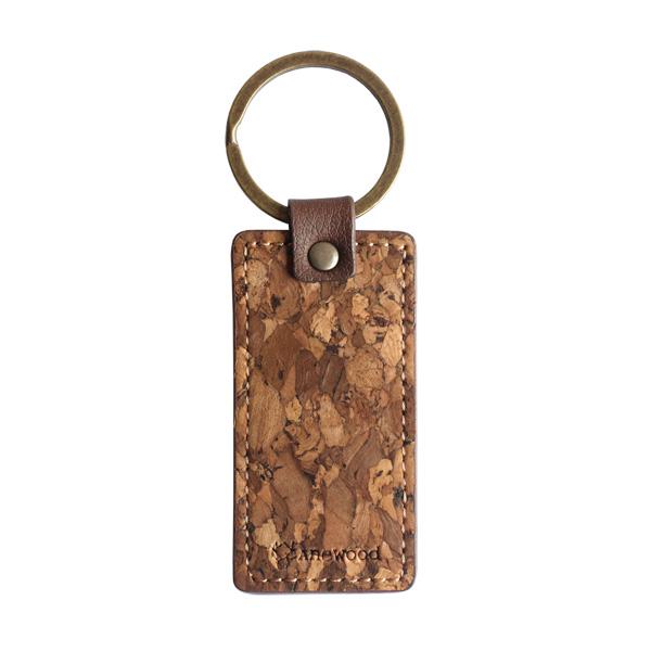 「CONNIE Tag Key Holder」タグをモチーフにしたコルクレザーのキーホルダー