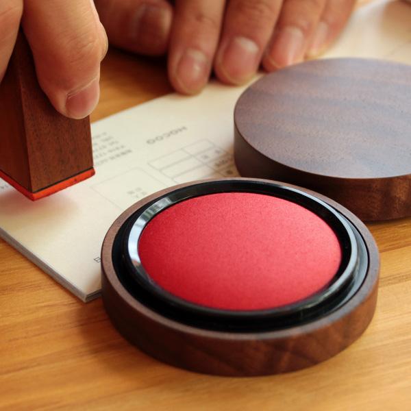 「Ink Pad 30」重要なビジネスシーンに、木地職人が仕上げた朱肉・印鑑。持ち運びしやすい30号サイズ。