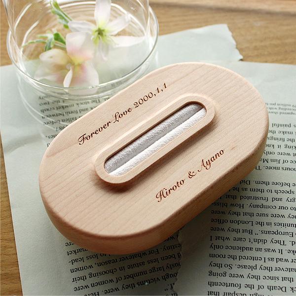 「Ring Pillow」名前・メッセージ・日付を自由に刻印できる手作りの木製リングピロー