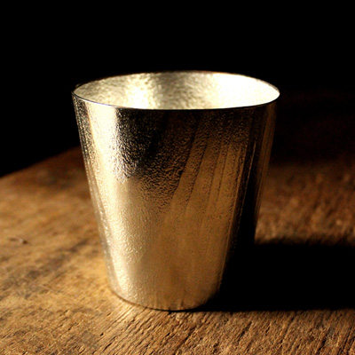 【Hacoa×能作】「UZUKURI Tumbler」伝統技法、浮造り(うづくり)した杉を錫(スズ)に写し込んだタンブラー